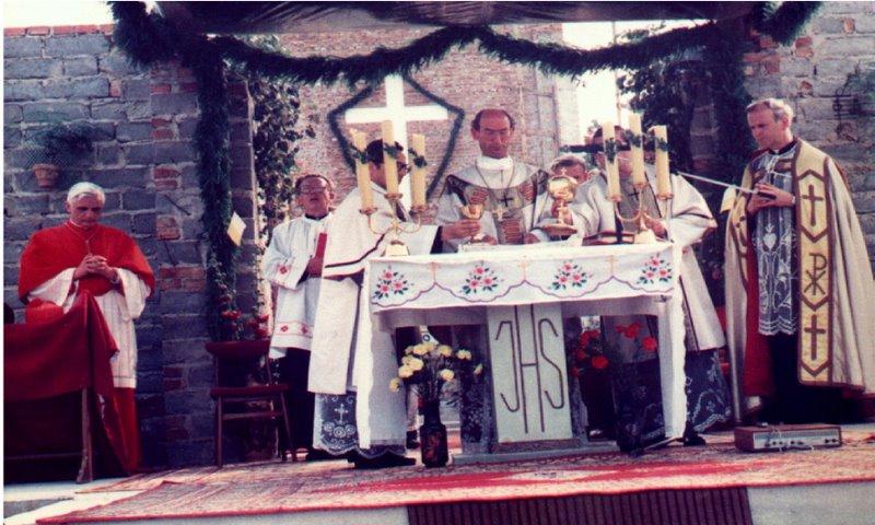 msza w czasie poświecenia kamienia węgielnego.jpeg